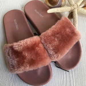 Fur slides Ellen Tracy size 8 dusty pit pink